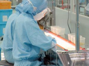 カプセル充填後規格検査(協力工場)